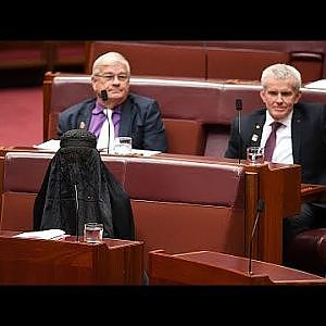 Pauline Hanson wears a burqa into the Australian Senate - YouTube