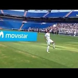 Real Madrid's £20m signing Theo Hernandez fails to do six kick ups at unveiling ceremony - YouTube